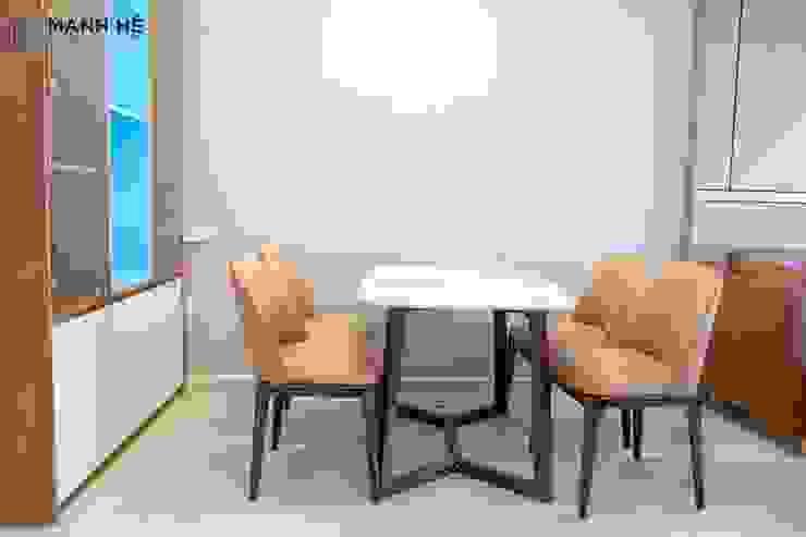 Bộ bàn ghế chân gỗ chắc chắn bởi Công ty TNHH Nội Thất Mạnh Hệ Hiện đại