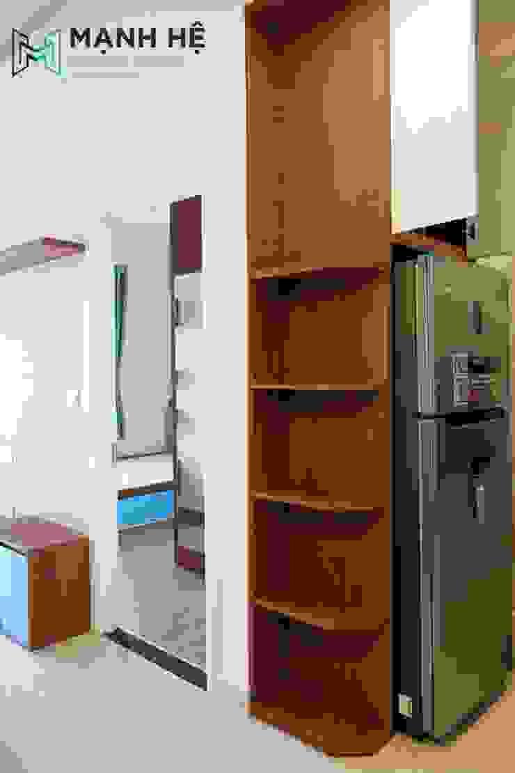 Lắp đặt kệ tủ trang trí phòng khách bếp bằng gỗ, bo góc sáng tạo bởi Công ty TNHH Nội Thất Mạnh Hệ Hiện đại