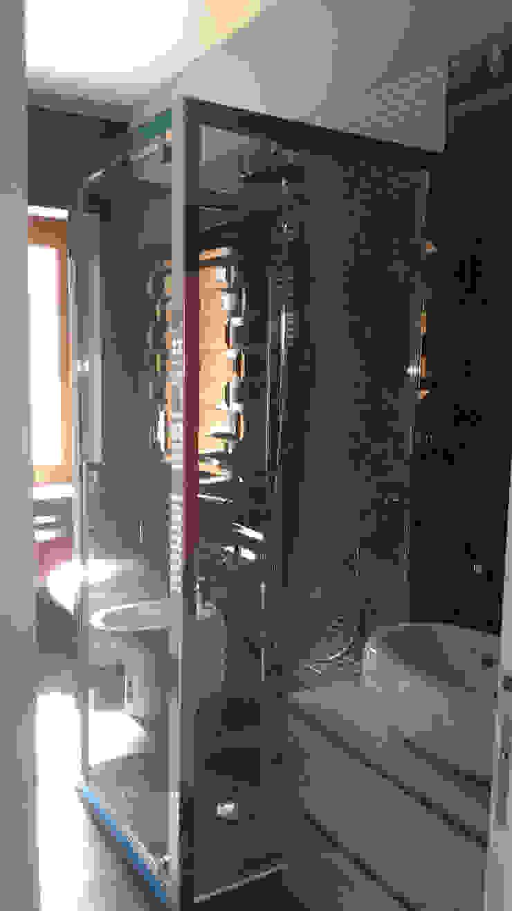 Bagno con cabina doccia filtrante Bagno moderno di antonio felicetti architettura & interior design Moderno Piastrelle