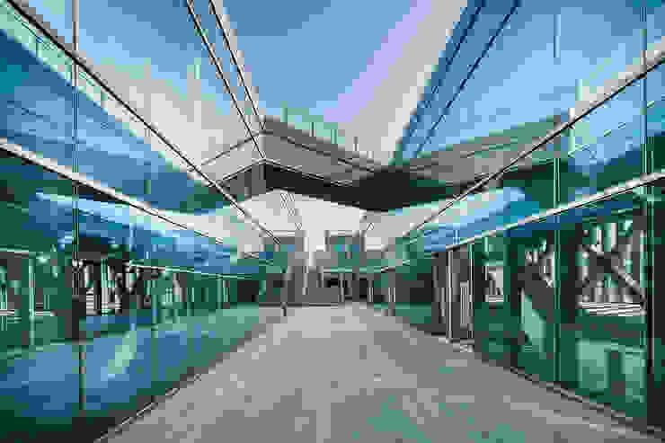 Kingboard Centre, a landmark portal to Hongqiao by Architecture by Aedas Minimalist