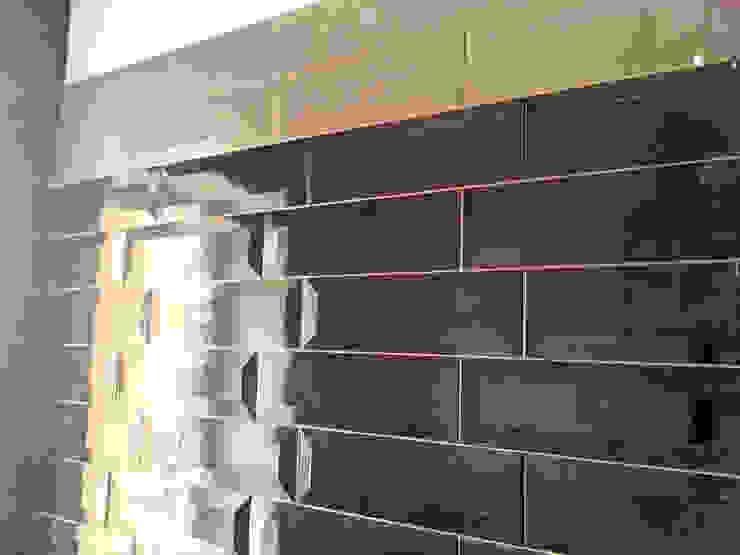 Rivestimento bagno_2 Bagno moderno di antonio felicetti architettura & interior design Moderno
