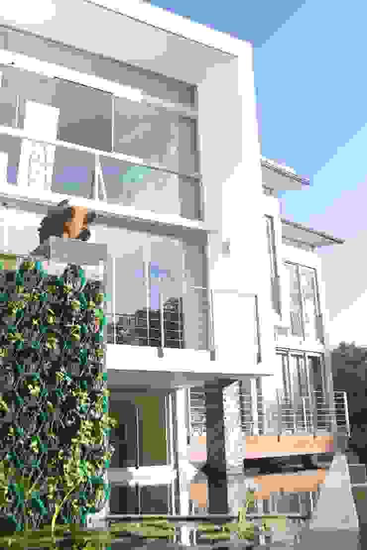 View of Balcony by Strey Architects Modern