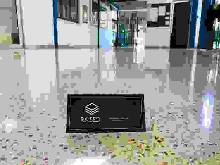 Acceso peatonal de baldosas con pulido diamantado de RAISED Consulting & Concrete Floors Moderno Cerámico