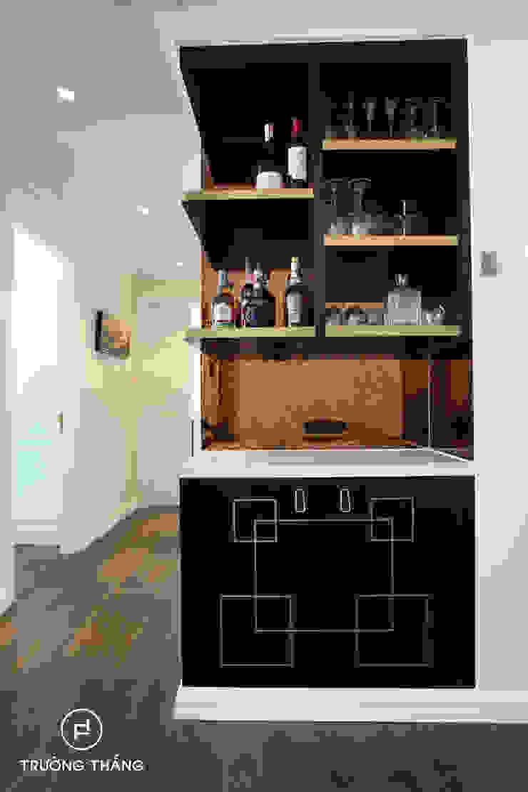 Tủ rượu phòng khách Phòng khách phong cách kinh điển bởi CÔNG TY TNHH TRƯỜNG THẮNG Kinh điển MDF