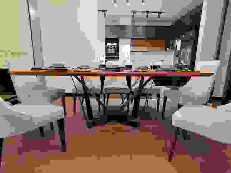 Mesa comedor de Infinita Estudio Moderno Madera Acabado en madera