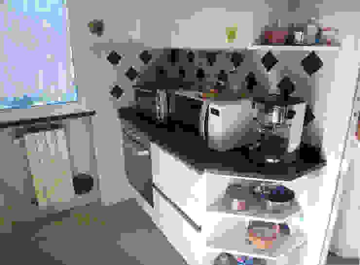 Cucina vintage colore panna con forno in acciao di Arch. Sara Pizzo - Studio 1881 Moderno MDF