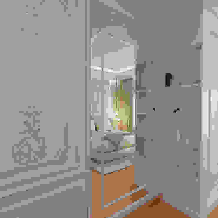Guest Bedroom Dressing Unit De Panache Modern dressing room Glass Beige