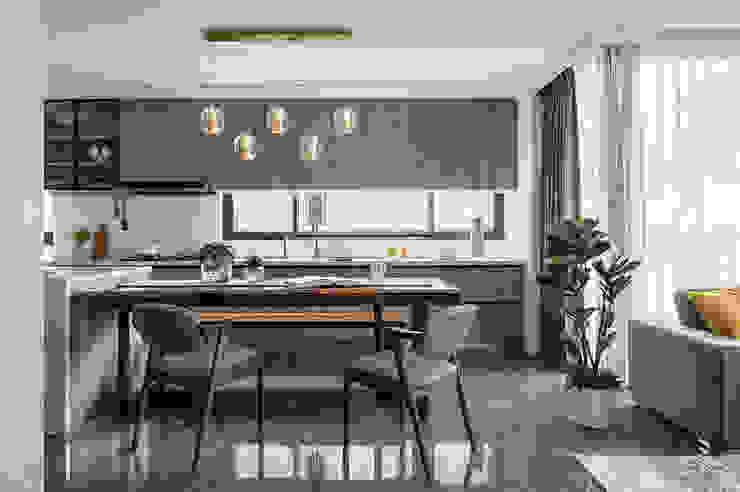 台中 築夢宅 现代客厅設計點子、靈感 & 圖片 根據 天埕設計 現代風