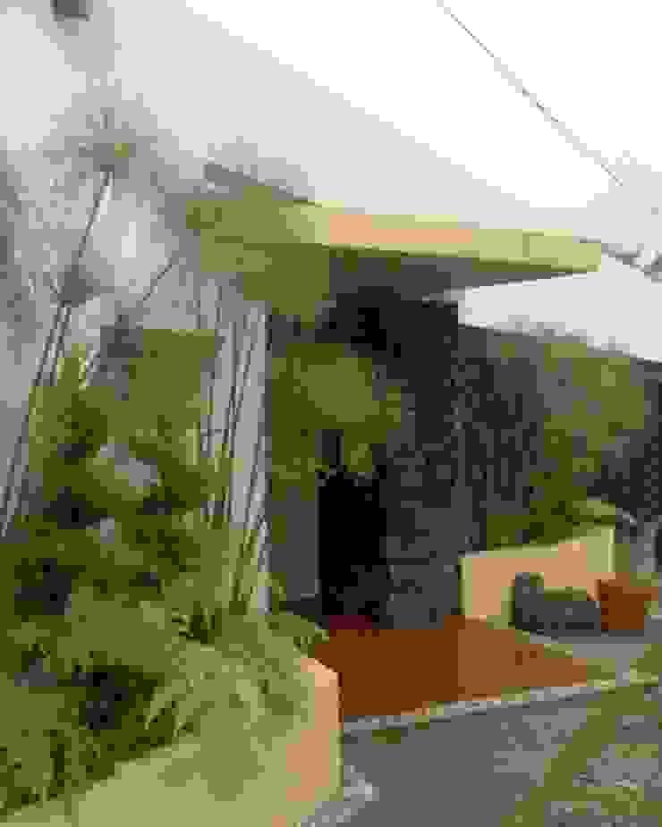 Acceso Peatonal Casas rústicas de CESAR MONCADA SALAZAR (L2M ARQUITECTOS S DE RL DE CV) Rústico