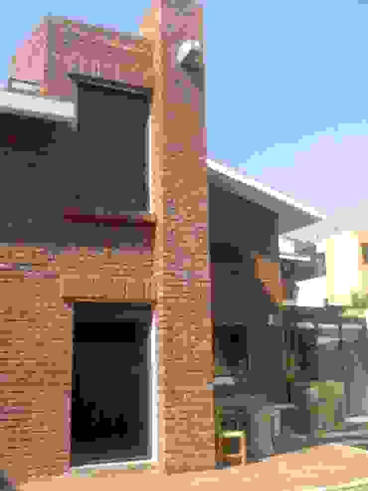Fachada posterior Casas rústicas de CESAR MONCADA SALAZAR (L2M ARQUITECTOS S DE RL DE CV) Rústico