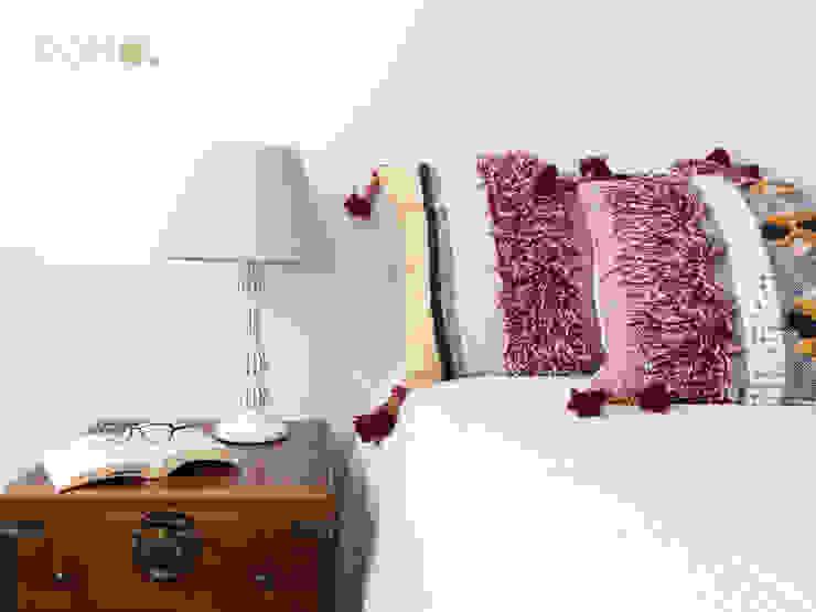 Home Staging - Dormitorio principal. Detalle mesilla. POMO. Home Staging & Design Studio Dormitorios de estilo ecléctico