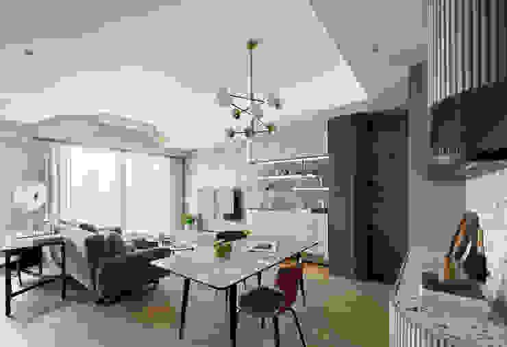 恬適清新沐光宅 譜寫兩人一貓的幸福生活 现代客厅設計點子、靈感 & 圖片 根據 千綵胤空間設計 現代風 石板