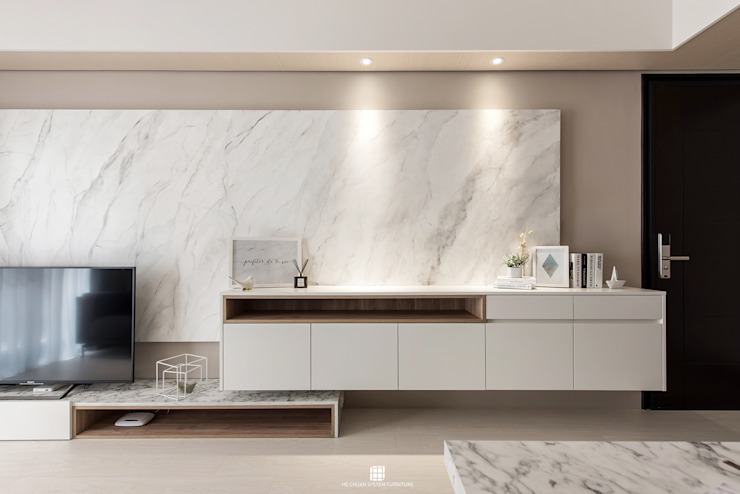 德鑫御寶。W宅 现代客厅設計點子、靈感 & 圖片 根據 禾川系統傢俱 現代風