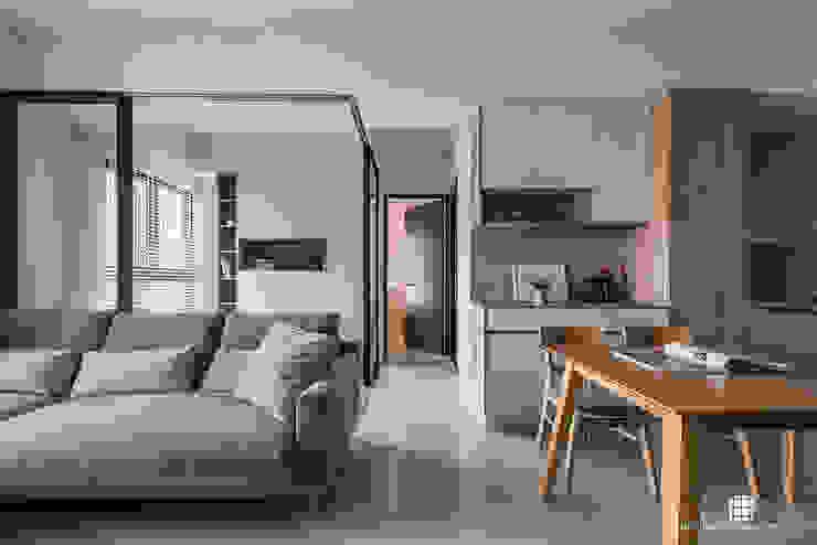 德鑫御寶。G宅 现代客厅設計點子、靈感 & 圖片 根據 禾川系統傢俱 現代風