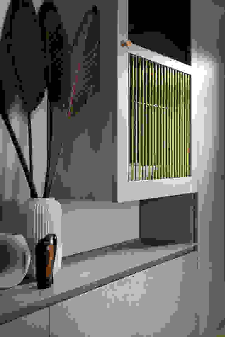 花·見 現代風玄關、走廊與階梯 根據 知域設計 現代風
