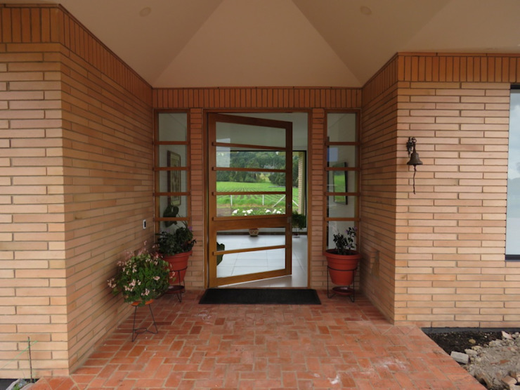 Casazul Puertas estilo rural de V&V Arquitectos SAS Rural