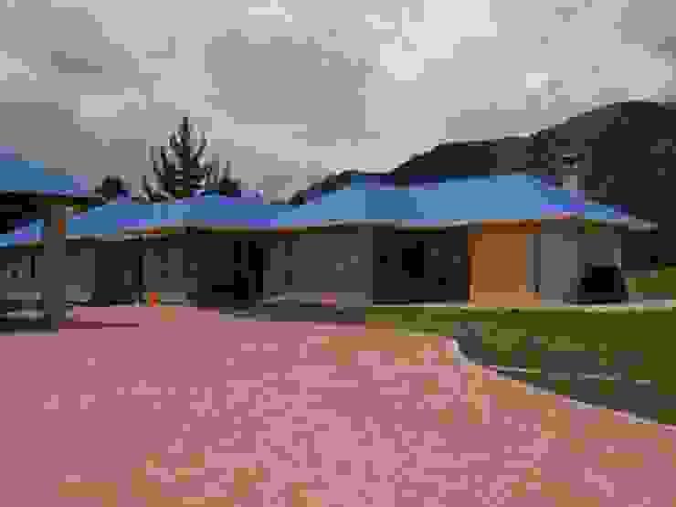 Casazul Casas de estilo rural de V&V Arquitectos SAS Rural