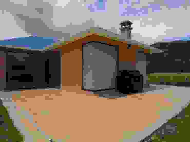 Casazul Balcones y terrazas de estilo rural de V&V Arquitectos SAS Rural
