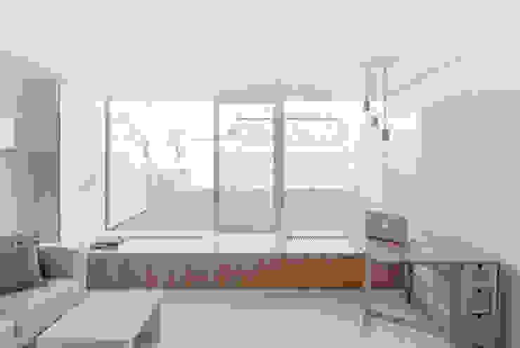 MASU Minimalistischer Balkon, Veranda & Terrasse Fliesen Grau