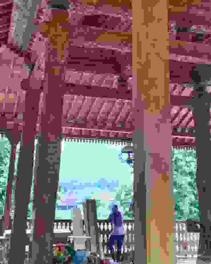 Rumah joglo ukir Ruang Komersial Gaya Rustic Oleh Jati mulya indah Rustic Kayu Wood effect