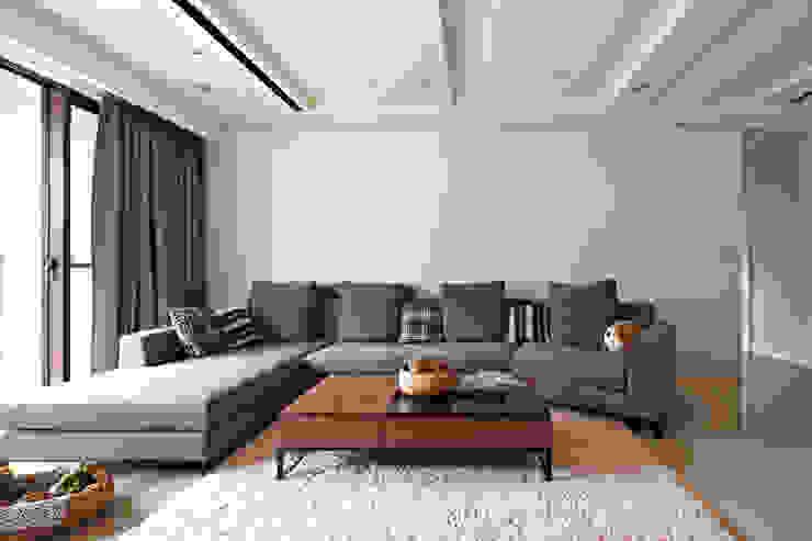 桃園王宅 现代客厅設計點子、靈感 & 圖片 根據 城隅設計 現代風