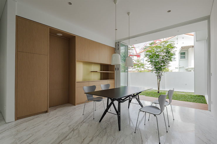 Hilltop Modern dining room by Atelier M+A Modern