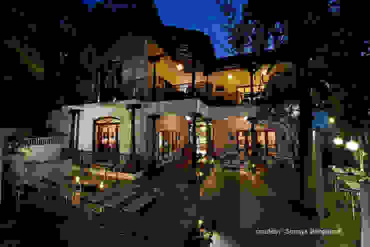 Al fresco dining area Tropical style gastronomy by studioPERCEPT Tropical