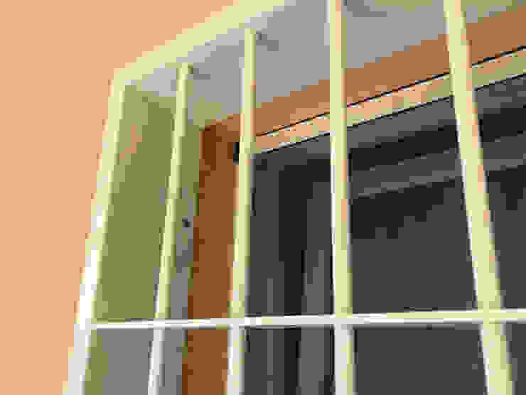 Telaio inferriata di sicurezza Officine Locati Finestre & Porte in stile classico Ferro / Acciaio Beige