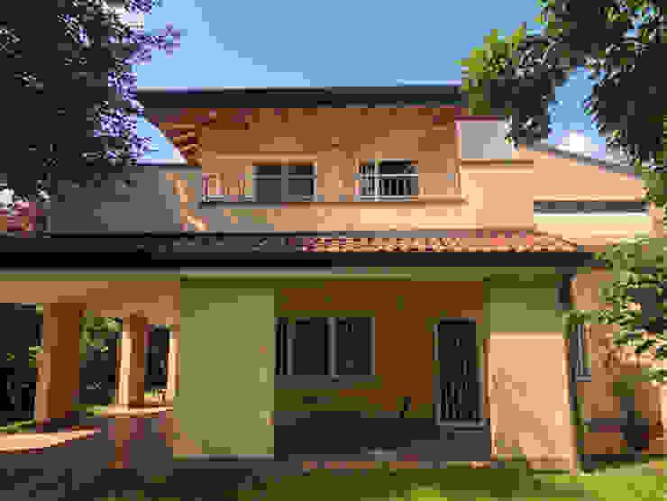 Villa protetta da inferriate certificate antintrusione Officine Locati Villa Cemento Giallo