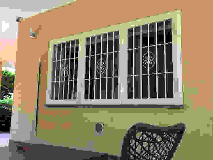 Finestre con inferriata blindata Officine Locati Finestre & PorteDecorazioni per finestre Ferro / Acciaio Beige