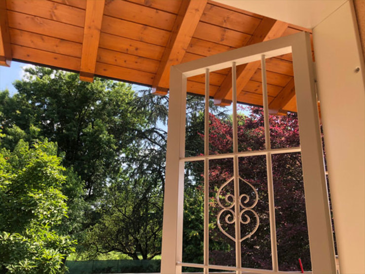 Giardino con vista: inferriata di sicurezza Officine Locati Balcone, Veranda & TerrazzoAccessori & Decorazioni Ferro / Acciaio Verde
