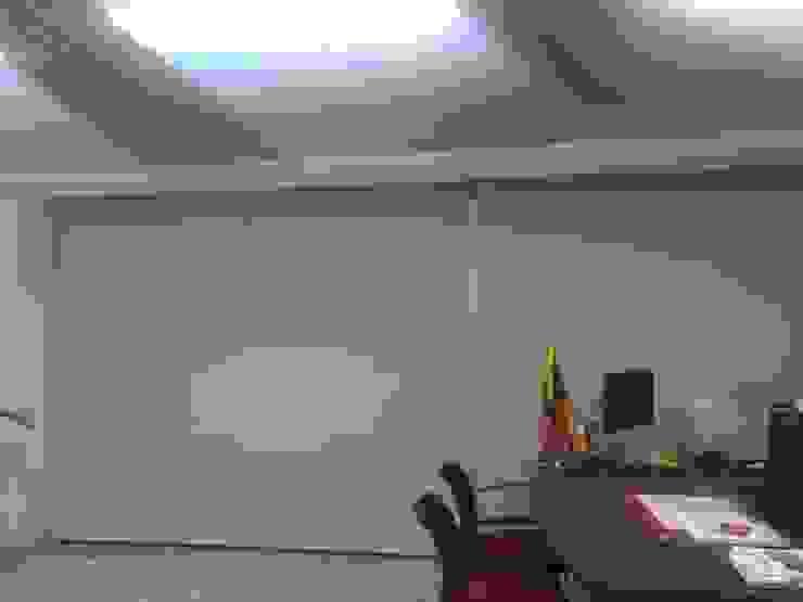 ENROLLABLES Estudios y despachos de estilo moderno de CORTINAS & DISEÑOS S.A.S Moderno