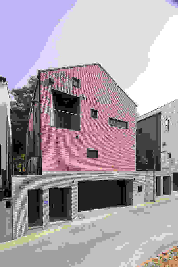 레드하우스 by 주택설계전문 디자인그룹 홈스타일토토 모던 타일