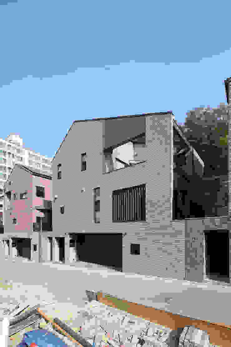 그레이하우스 by 주택설계전문 디자인그룹 홈스타일토토 모던 타일