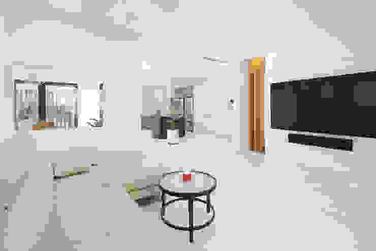 그레이집 거실 모던스타일 거실 by 주택설계전문 디자인그룹 홈스타일토토 모던 우드 우드 그레인