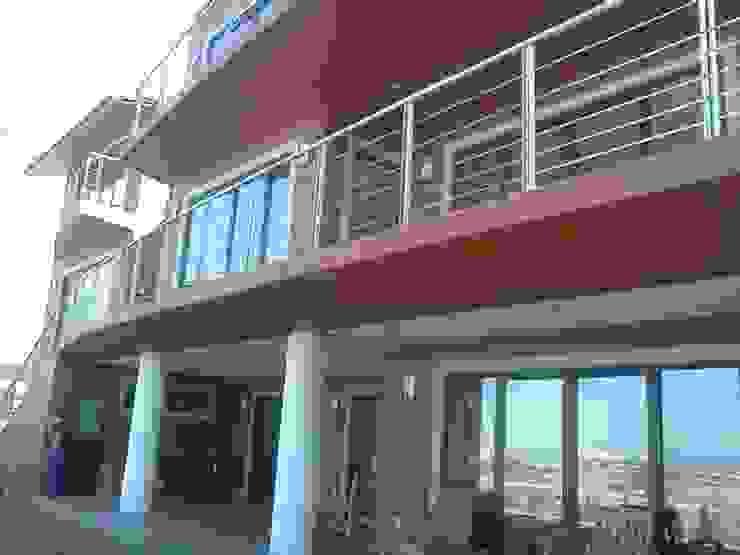 TERRAZAS Casas modernas de CESAR MONCADA SALAZAR (L2M ARQUITECTOS S DE RL DE CV) Moderno