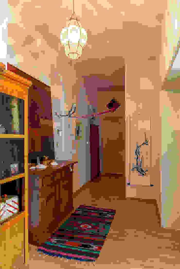 studio ALBERT Classic style corridor, hallway and stairs