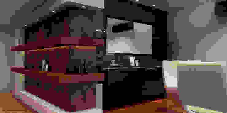 Proyecto de remodelación vivienda unifamiliar Res. El Limón Vida Arquitectura Corridor, hallway & stairsDrawers & shelves Porcelain Brown