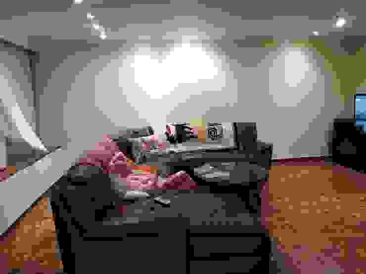 Proyecto de remodelación vivienda unifamiliar Res. El Limón Vida Arquitectura Living roomSofas & armchairs