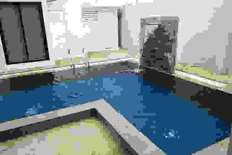 ก่อสร้างสระว่ายน้ำ: ทันสมัย  โดย บริษัท ดีดีเฮ้าส์ คอนสตรัคชั่น จำกัด, โมเดิร์น แกรนิต