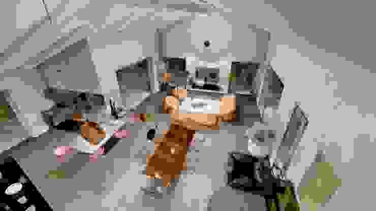 Vista dall'alto Soggiorno moderno di Teresa Romeo Architetto Moderno Legno Effetto legno