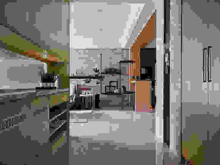 群築室內裝修設計有限公司 Eclectic style corridor, hallway & stairs