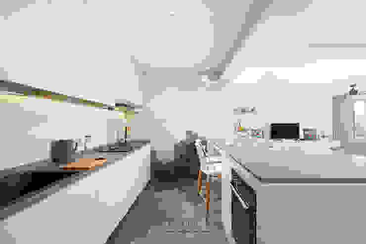 Punggol Bayview Minimalist kitchen by Ovon Design Minimalist
