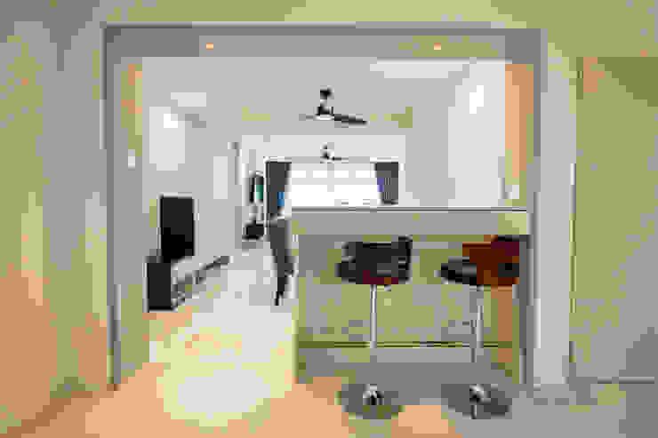 Pasir Ris Ovon Design Modern living room