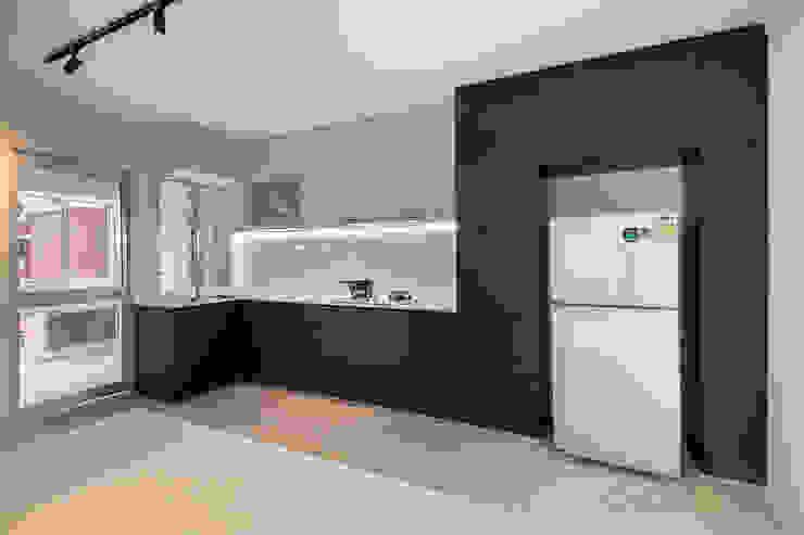 Pasir Ris Ovon Design Modern kitchen