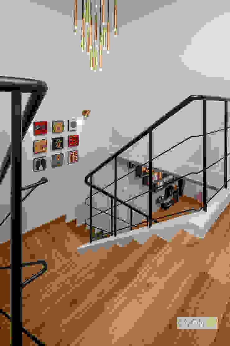 Bishan Modern corridor, hallway & stairs by Ovon Design Modern