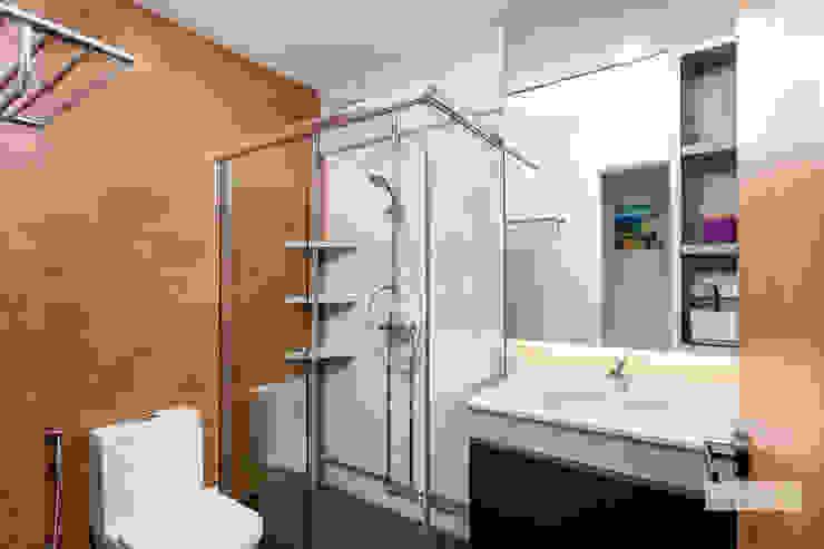 Bishan Modern bathroom by Ovon Design Modern