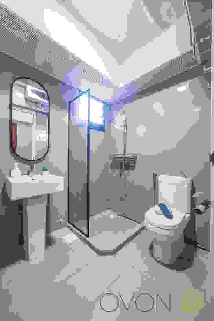 Tampines GreenRidges Minimalist style bathroom by Ovon Design Minimalist