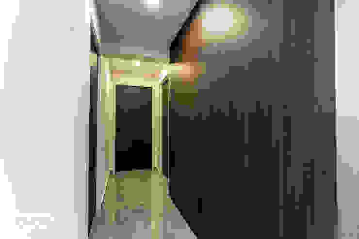 Telok Blangah Ovon Design Modern corridor, hallway & stairs
