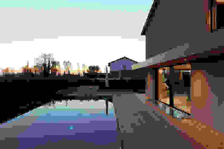 Didonè Comacchio Architects Infinity pool Holz-Kunststoff-Verbund